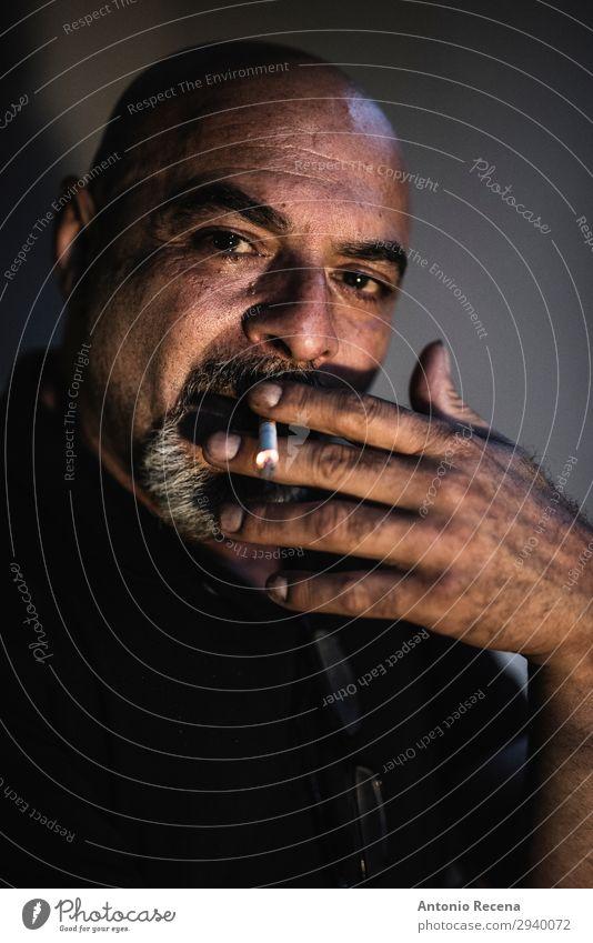 Mensch Mann alt dunkel Lifestyle Erwachsene Senior maskulin 45-60 Jahre Rauchen reif Rauschmittel Zigarre