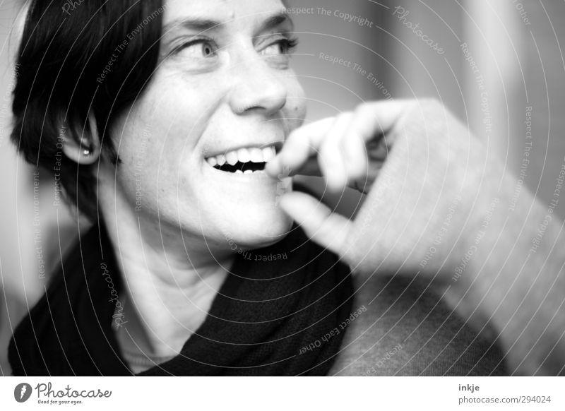 :-] Mensch Frau schön Freude Gesicht Erwachsene Leben feminin lachen Gefühle lustig authentisch Lächeln Lifestyle Fröhlichkeit nah