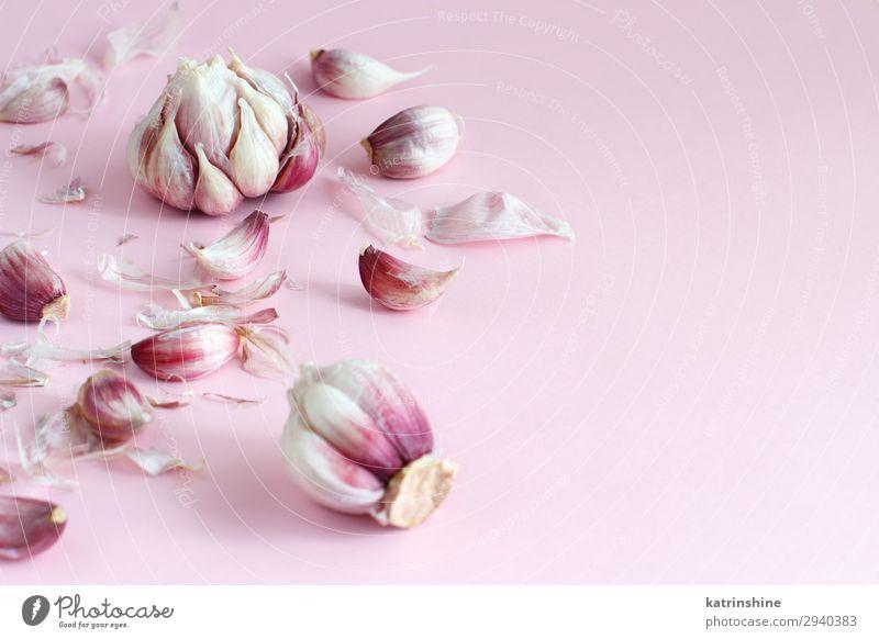 Frischer Knoblauch auf hellrosa Hintergrund Gemüse Kräuter & Gewürze Vegetarische Ernährung frisch Verfall Knolle Zutaten Gewürznelke Lebensmittel Gesundheit