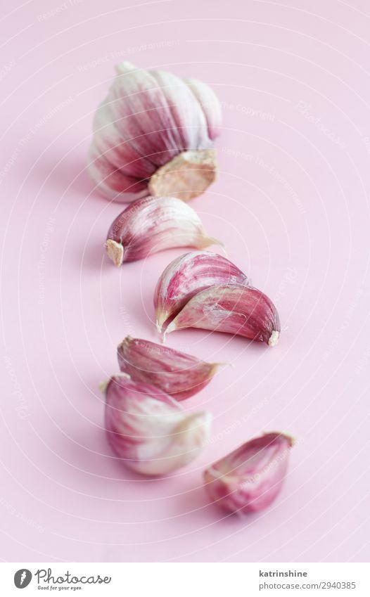 Frischer Knoblauch auf hellrosa Hintergrund Gemüse Kräuter & Gewürze Vegetarische Ernährung frisch Verfall Knolle ingrerient Gewürznelke Pastell Lebensmittel
