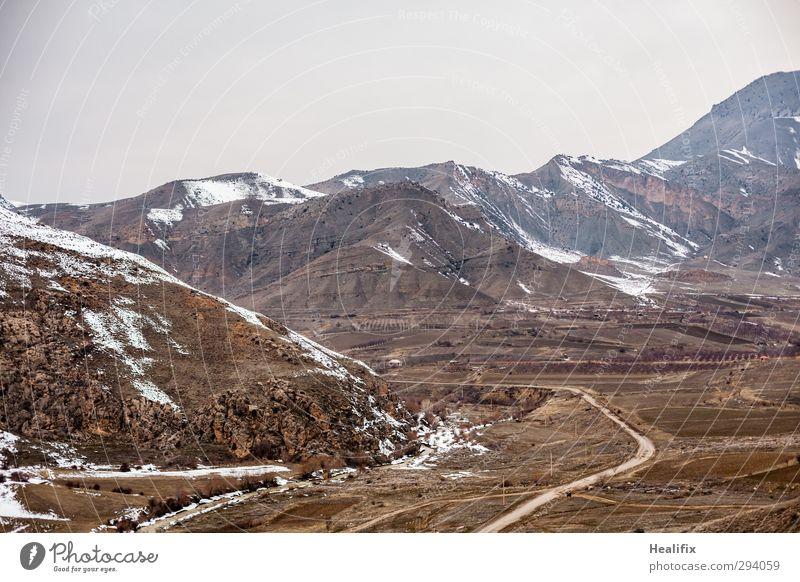 Emptiness Umwelt Natur Landschaft Winter schlechtes Wetter Eis Frost Schnee Hügel Berge u. Gebirge Gipfel Fluss Armenien Verkehrswege Straßenverkehr Autofahren