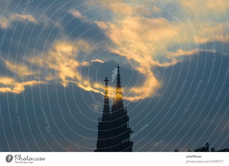 Schatten   Heiligenschein Kirche Turm Bauwerk Gebäude Sehenswürdigkeit Wahrzeichen Denkmal Kitsch Hoffnung Glaube Religion & Glaube Surrealismus Wolken