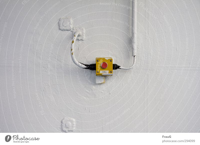 Call- Knopf weiß rot schwarz gelb Farbstoff Metall Sicherheit Schifffahrt Schalter Leitung Fähre Drehregler Überfahrt gestrichen Verkehr Wasserfahrzeug