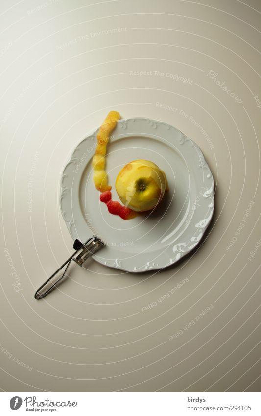 Apfel allein geschält Frucht Apfelschale Bioprodukte Vegetarische Ernährung Teller Messer Gesunde Ernährung Duft ästhetisch Gesundheit positiv Sauberkeit schön