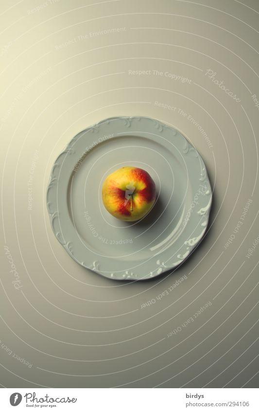 Apfel allein Frucht Ernährung Bioprodukte Vegetarische Ernährung Teller Gesunde Ernährung Duft ästhetisch frisch positiv Sauberkeit süß gelb rot weiß