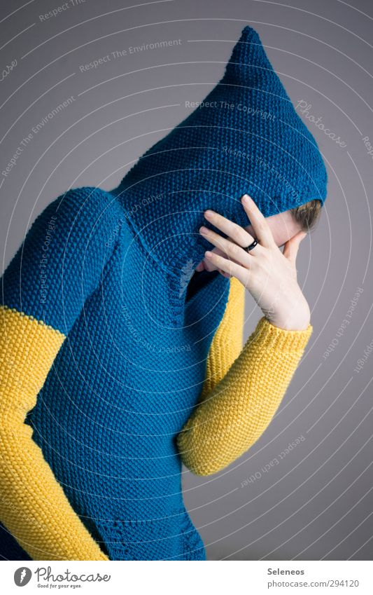 Nur gut, wenn keiner guckt Mensch Kopf Hand Finger 1 Mode Bekleidung Pullover Ring Kapuze Wärme weich Scham Nervosität verstört Schüchternheit Wolle stricken