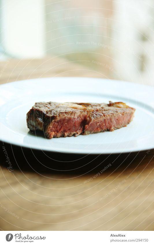 Steak Nr 1 medium rare Lebensmittel Fleisch Ernährung Essen Mittagessen Abendessen Bioprodukte Teller einfach frisch Gesundheit saftig braun rot weiß genießen