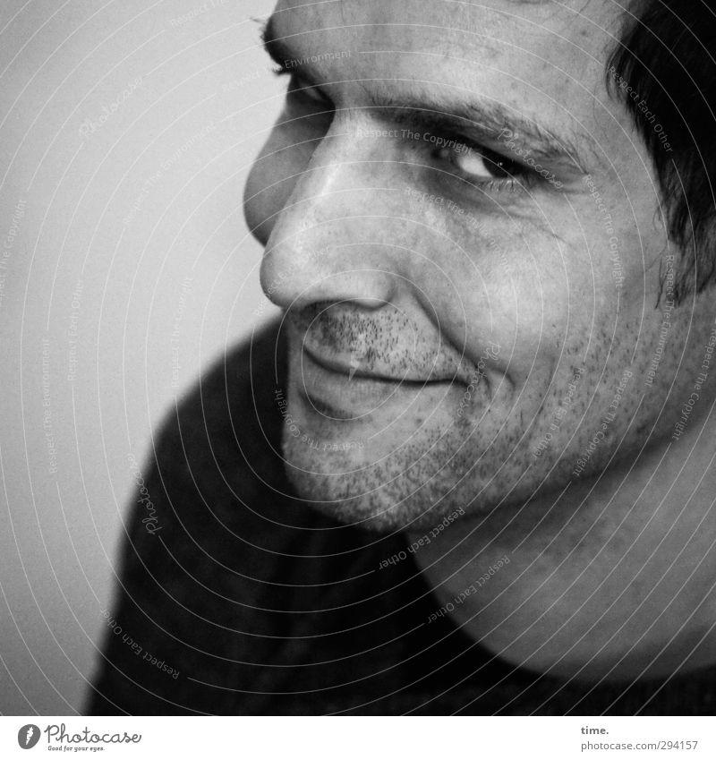 Pascal maskulin Mann Erwachsene Gesicht Auge 1 Mensch schwarzhaarig kurzhaarig Dreitagebart Lächeln Erotik Freundlichkeit listig Gefühle Fröhlichkeit