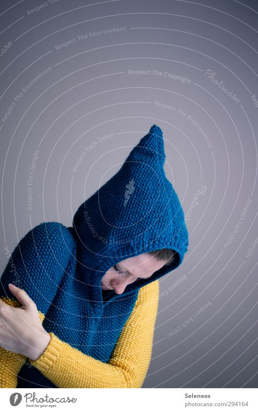 IKEA Haut Mensch feminin Frau Erwachsene Kopf Gesicht Auge Nase Mund Arme Hand 1 Mode Bekleidung Pullover Kapuze Wärme Gefühle Traurigkeit Sorge Schmerz Scham
