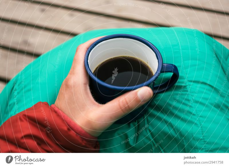 Camping Kaffee Frühstück Getränk trinken Heißgetränk Tasse Becher Zufriedenheit Erholung Duft Ferien & Urlaub & Reisen Abenteuer wandern Hand Finger festhalten