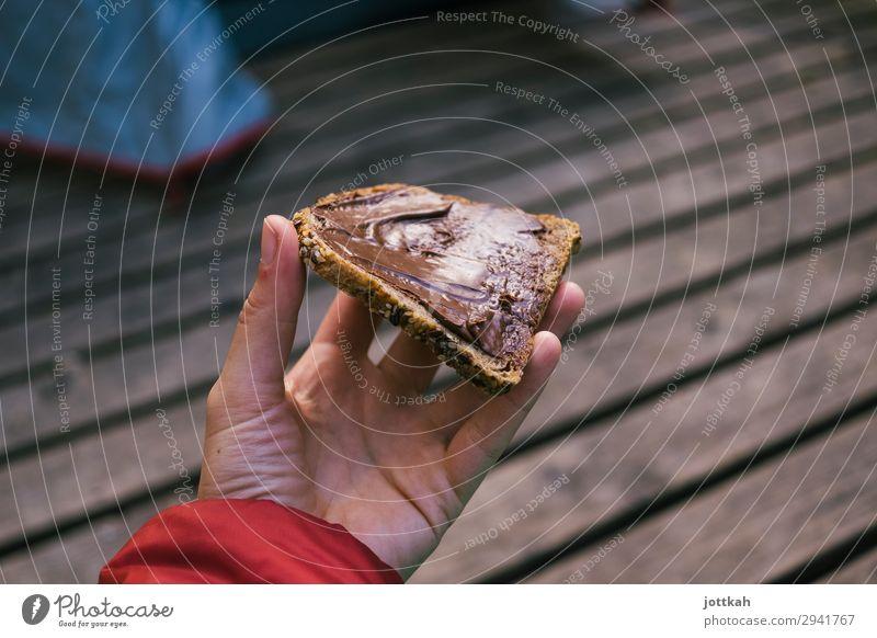 Schokobrot auffe Hand Brot Ernährung Essen Frühstück Glück Camping Finger lecker süß braun Zufriedenheit Vorfreude Appetit & Hunger ungesund Nussnugatcreme