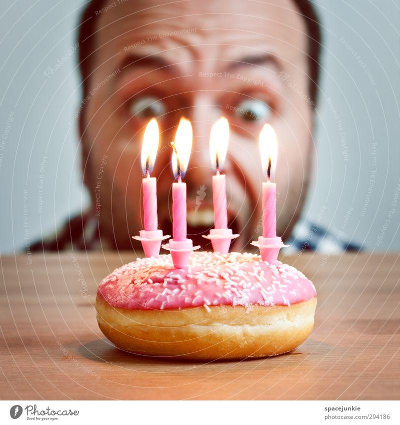 Fire Mensch Jugendliche Erwachsene Junger Mann Gefühle Essen Feste & Feiern außergewöhnlich rosa maskulin verrückt Feuer süß bedrohlich Kerze Neugier