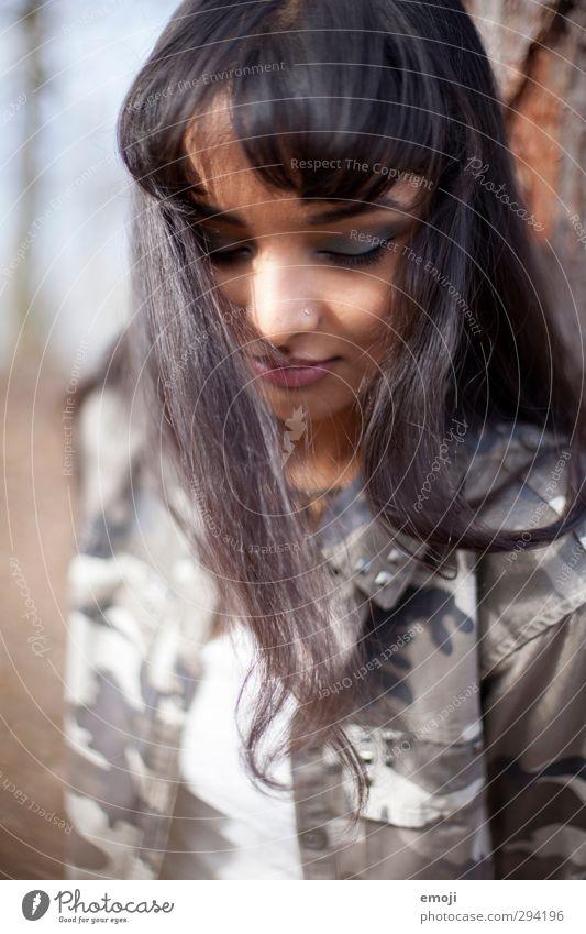 breath feminin Junge Frau Jugendliche 1 Mensch 18-30 Jahre Erwachsene schwarzhaarig langhaarig schön dunkelhäutig Farbfoto Außenaufnahme Tag