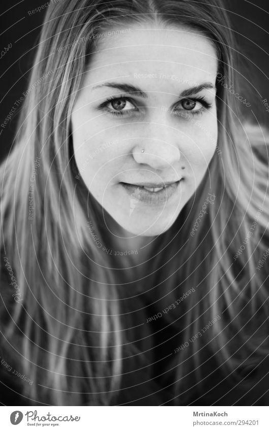 told to be fine. Mensch feminin Mädchen Junge Frau Jugendliche Erwachsene Kopf Haare & Frisuren Gesicht 1 13-18 Jahre Kind 18-30 Jahre Freude Glück Fröhlichkeit