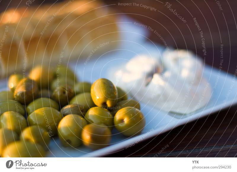 Pan y aioli y olivas Sonne Essen Lebensmittel Klima Schönes Wetter Ernährung genießen lecker Geschirr Restaurant Brot Bioprodukte Teller Abendessen leicht Fett