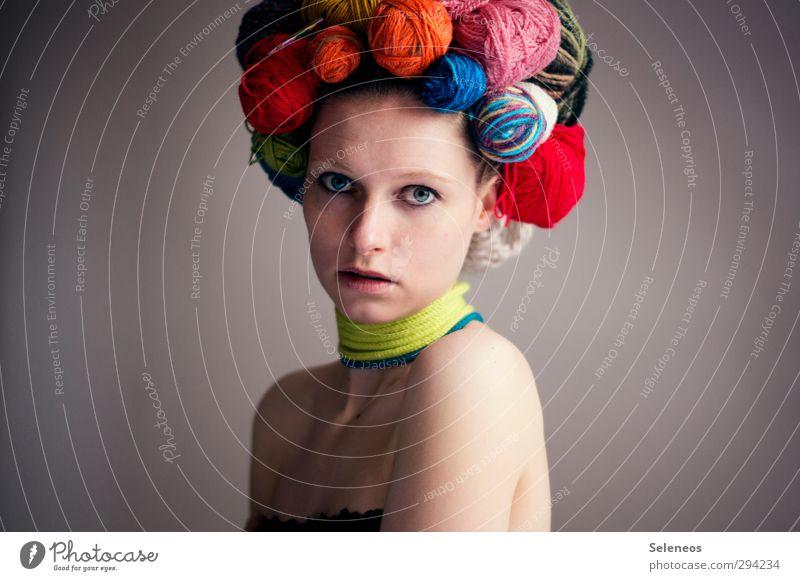 Frau Wolle Mensch Erwachsene Gesicht feminin Haare & Frisuren Körper Haut Freizeit & Hobby Bekleidung weich Schmuck stricken Handarbeit häkeln