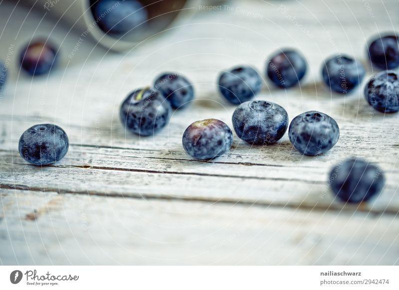 Heidelbeeren Lebensmittel Frucht Blaubeeren blaue Beeren Ernährung Bioprodukte Vegetarische Ernährung Diät Lifestyle Gesunde Ernährung Snowboard Holz Duft