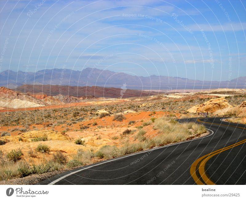 beaolli firevalley Ferne Straße Gras Sand Landschaft leer Sträucher Wüste heiß Kurve Steppe Ödland Nationalpark himmelblau Bergkette Arizona