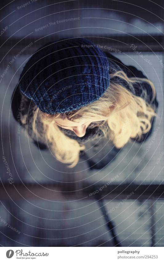 straight ahead Mensch feminin Junge Frau Jugendliche Erwachsene Leben Kopf 1 18-30 Jahre Winter Mütze Haare & Frisuren blond achtsam Wachsamkeit geradeaus