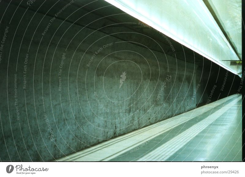 Tube Station Barcelona Verkehr train London Underground platform
