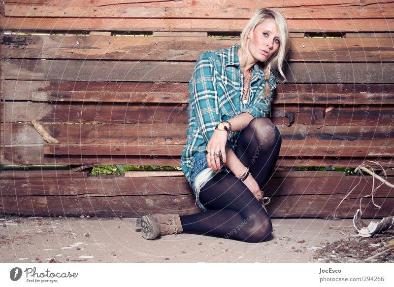 #235058 Mensch Frau Jugendliche schön Erholung Erwachsene Wand Traurigkeit Mauer 18-30 Jahre Stil Feste & Feiern Mode träumen natürlich blond
