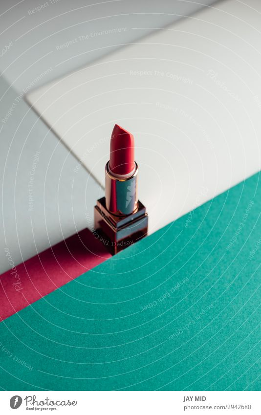 Lippenstift auf modernem, farbenfrohem, geometrischem Hintergrund elegant Stil Kosmetik Schminke Rouge feminin Mode Accessoire Papier trendy rosa Farbe Glamour