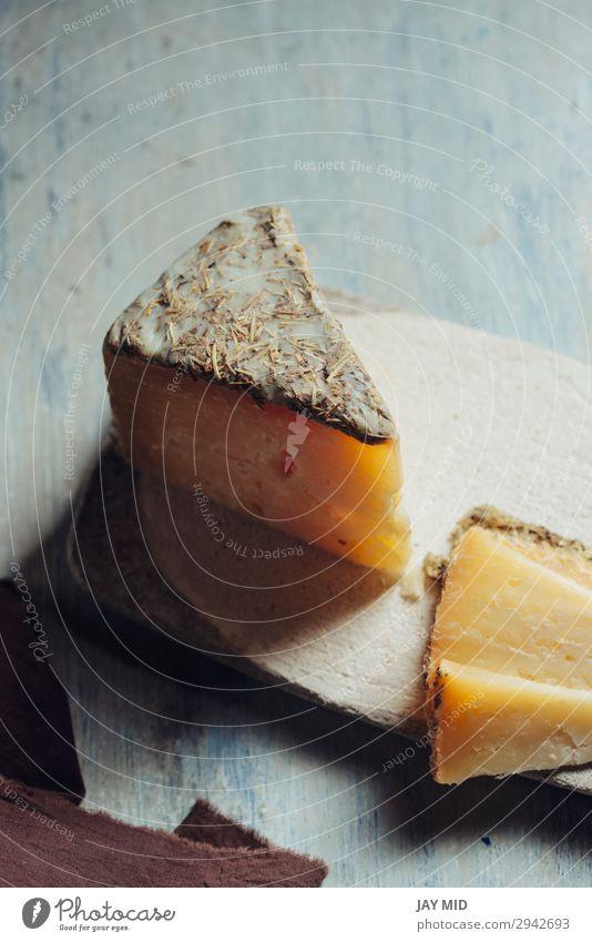 Halbgereifter Schafskäse Villarejo Rosmarin. Spanien Käse Preisverleihung Gastronomie alt dunkel frisch lecker natürlich blau Tradition Spanisch Rosmarinkäse