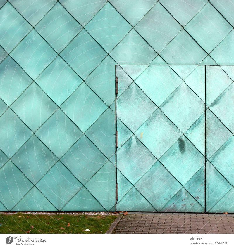 Closed Bauwerk Gebäude Architektur Mauer Wand Fassade Tür Linie türkis Quadrat Fleck Farbfoto Außenaufnahme abstrakt Muster Strukturen & Formen Menschenleer
