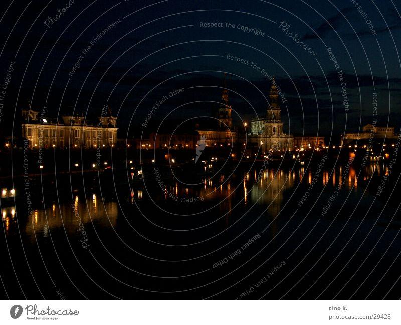 Dresden@Night Architektur Fassade Textfreiraum groß Romantik erleuchten Altstadt Elbe Nachtaufnahme Wasserspiegelung Stadtlicht Brühlsche Terrasse
