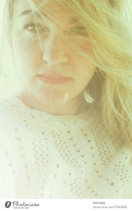 _ lernen Student Mensch feminin Junge Frau Jugendliche Erwachsene Gesicht 1 18-30 Jahre 30-45 Jahre Bekleidung Pullover häkeln Haare & Frisuren blond langhaarig