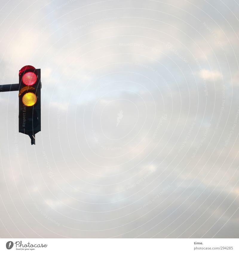 in guter Hoffnung Himmel Stadt Wolken Wege & Pfade Zeit glänzend Ordnung Verkehr warten leuchten Kommunizieren Wandel & Veränderung Sicherheit Macht Vertrauen