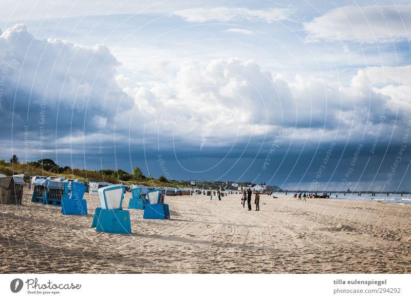 heiter bis wolkig Ferien & Urlaub & Reisen Tourismus Ferne Strand Meer Wellen Wasser Himmel Wolken Gewitterwolken Herbst Unwetter Ostsee bedrohlich natürlich