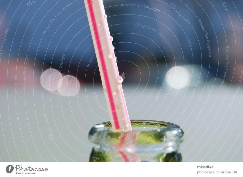 nicht blubbern! Getränk trinken Erfrischungsgetränk Limonade Flasche Trinkhalm Flaschenhals Glas Kunststoff Erholung genießen Flüssigkeit kalt blau grau rot
