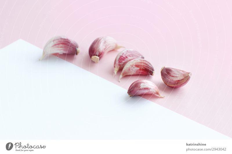 Frischer Knoblauch auf hellrosa Hintergrund Gemüse Kräuter & Gewürze Vegetarische Ernährung frisch weiß Verfall Knolle ingrerient Gewürznelke Pastell