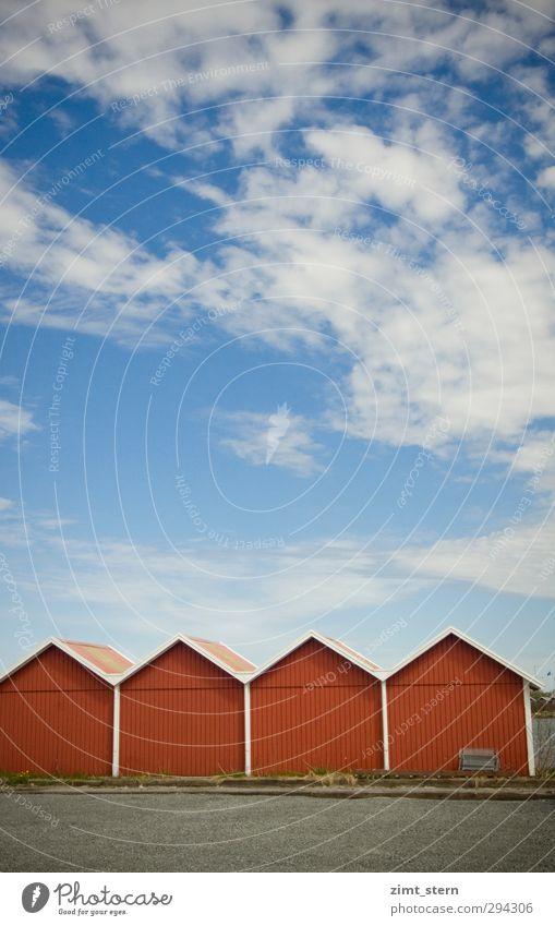 Schwedisch rot Himmel blau Ferien & Urlaub & Reisen weiß Sommer rot Wolken ruhig Erholung Haus Holz hell Luft Fassade Insel frisch