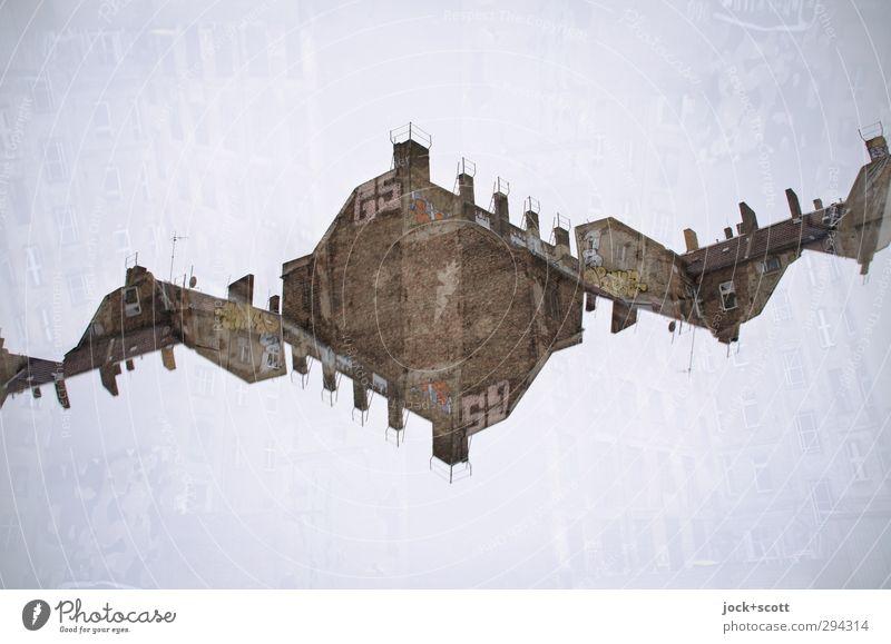 DNA (Arch.) Haus Brandmauer Backstein Graffiti außergewöhnlich fantastisch oben komplex skurril Surrealismus Irritation Wandel & Veränderung Doppelbelichtung