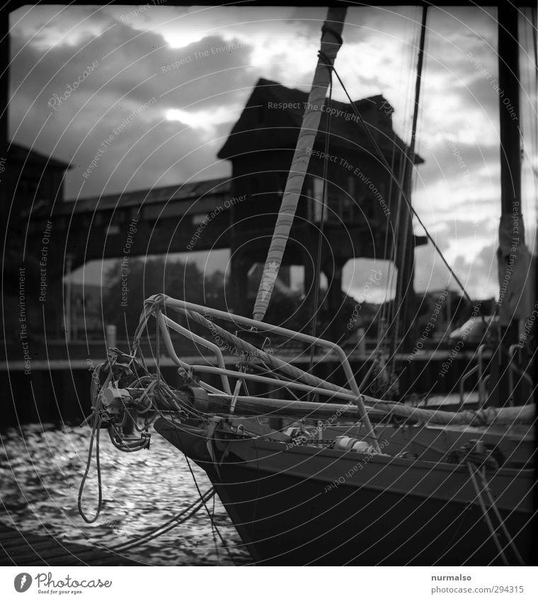 Black Port Lifestyle Freizeit & Hobby Segeln Anker Schiffsbug fock Seil Ankerplatz Anlegestelle Liegeplatz Kunst Umwelt Unwetter Stadt Haus Industrieanlage
