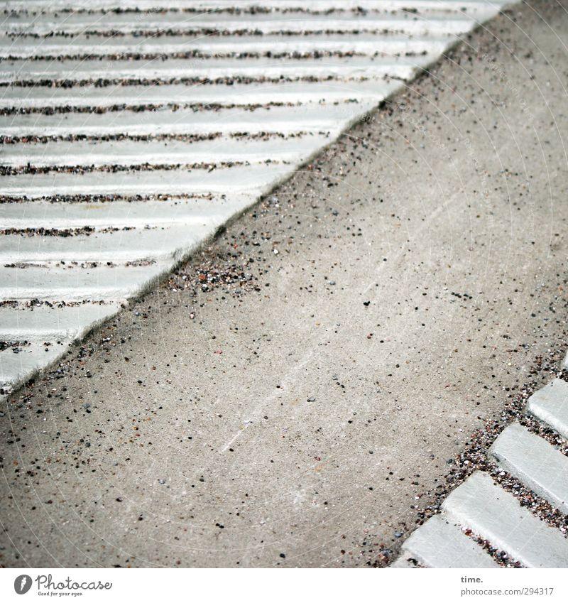 in schräger Absicht Stadt Wege & Pfade grau Sand Zufriedenheit Ordnung elegant Verkehr ästhetisch Beton planen Schutz Sicherheit fest Konzentration Irritation