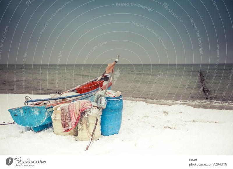 Der letzte Fischer Umwelt Natur Landschaft Urelemente Himmel Wolkenloser Himmel Horizont Winter Schnee Küste Strand Ostsee Meer Insel Fischerboot Ruderboot
