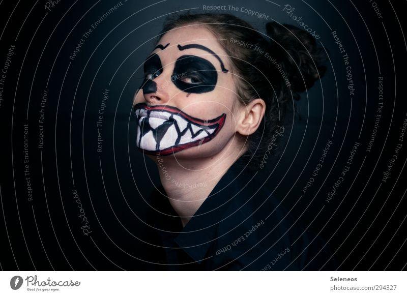 Fratzen ziehen Feste & Feiern Karneval Halloween Mensch Gesicht 1 gruselig Angst bemalt Körpermalerei Farbfoto Innenaufnahme Textfreiraum links