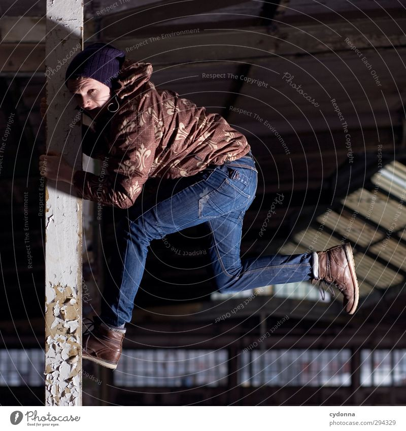 Angehalten Mensch Jugendliche Stadt Winter Erwachsene Junger Mann kalt Leben Bewegung Freiheit Architektur 18-30 Jahre Stil Mode Kraft Energie