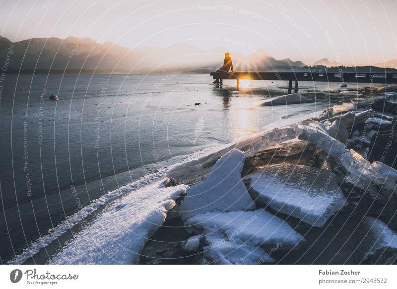 Sonnenaufgang am gefrorenen Hopfensee Berge u. Gebirge Natur Landschaft Wasser Sonnenuntergang Winter See Bewegung sitzen kalt weiß Mut Respekt Allgäu Anna