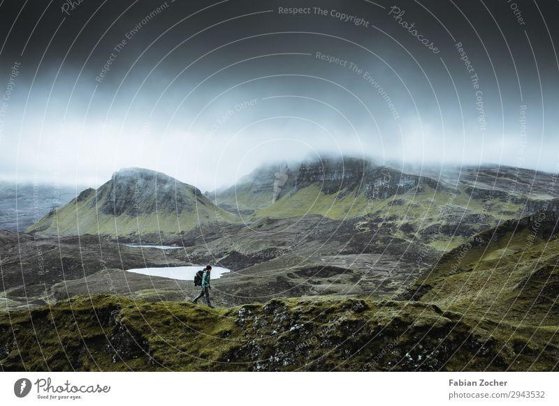 Quiraing - Isle of Skye Mensch Himmel Ferien & Urlaub & Reisen Natur Jugendliche Junge Frau grün Landschaft Ferne Berge u. Gebirge feminin lachen Freiheit