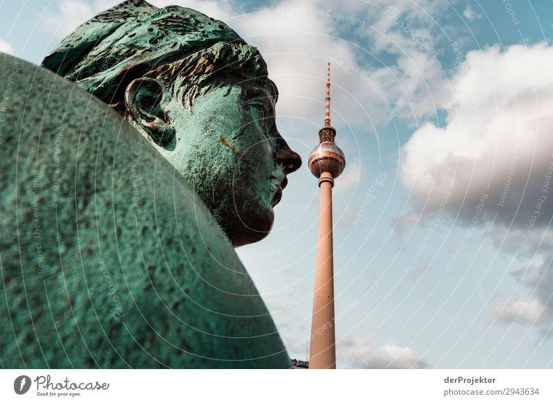 Neptunbrunnen mit Fernsehturm Berlin Ferien & Urlaub & Reisen Tourismus Ausflug Abenteuer Ferne Freiheit Sightseeing Städtereise Bauwerk Gebäude Architektur