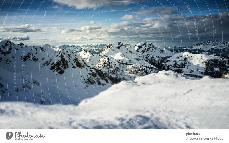 dort oben Landschaft Wolken Horizont Winter Schnee Berge u. Gebirge Gipfel Schneebedeckte Gipfel kalt blau Abenteuer Ferne Farbfoto Außenaufnahme Tag Unschärfe
