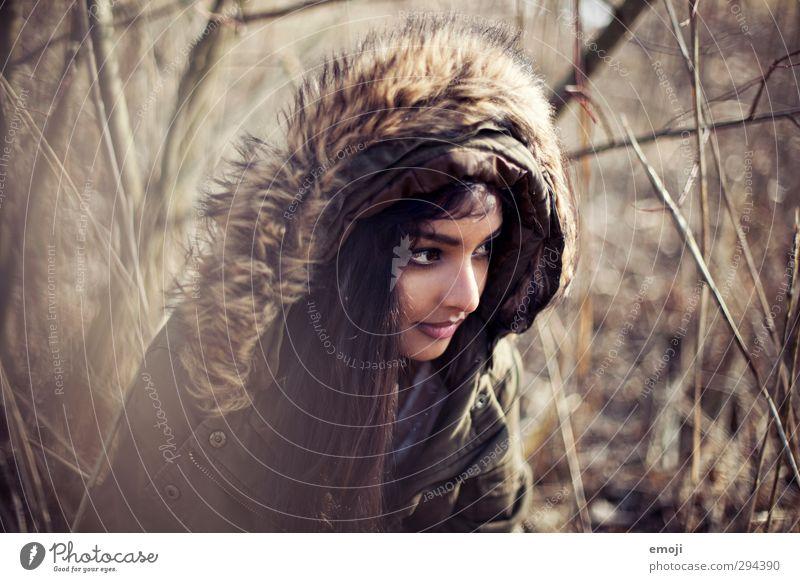 es taut Mensch Natur Jugendliche schön Junge Frau Erwachsene Umwelt feminin 18-30 Jahre Schilfrohr Kapuze Pelzmantel