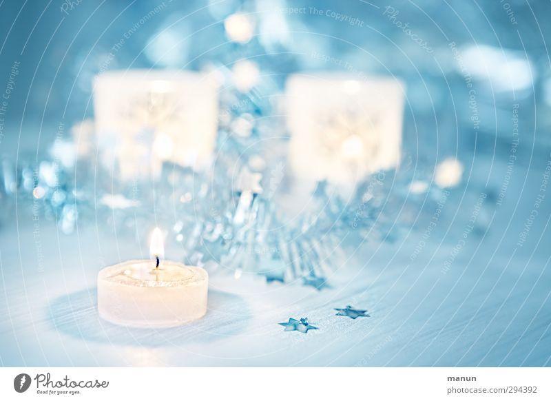 Kerzenlicht Feste & Feiern Weihnachten & Advent Zeichen Stern (Symbol) Weihnachtsdekoration Weihnachtsbeleuchtung blau weiß Farbfoto Innenaufnahme Nahaufnahme