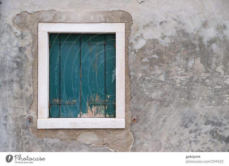 Fenster zu Murano Haus Gebäude Mauer Wand Fassade Fensterladen alt trist grau türkis Venedig Farbfoto Gedeckte Farben Außenaufnahme Menschenleer