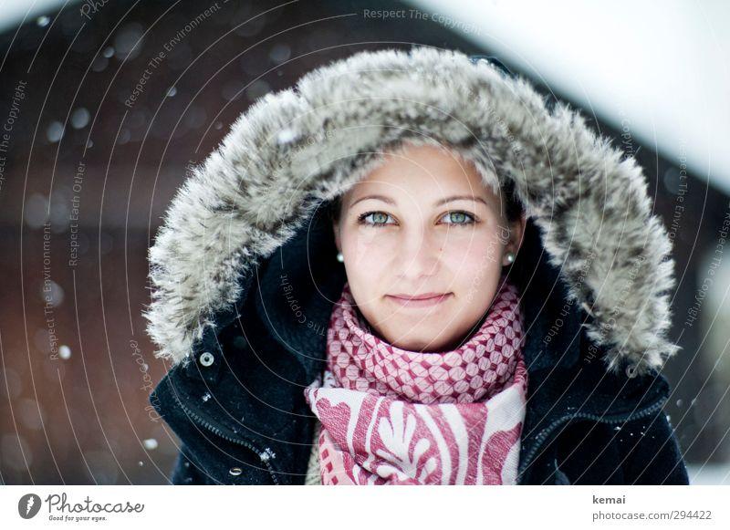 Gut gerüstet Mensch Jugendliche schön Winter Junge Frau Erwachsene Gesicht Auge Leben feminin 18-30 Jahre Kopf Schneefall Eis Mund Lächeln