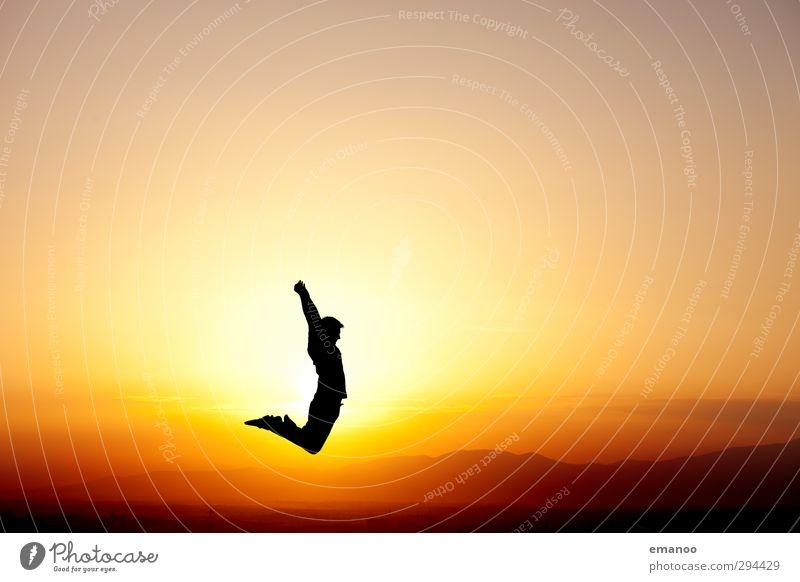 ganz oben Mensch Himmel Natur Mann Jugendliche Ferien & Urlaub & Reisen Sommer Sonne Freude Landschaft Erwachsene gelb Berge u. Gebirge Sport Freiheit Stil